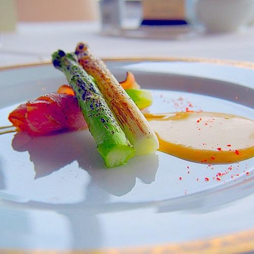 銀座スカイラウンジ,回転レストラン,回転するレストラン,回転レストラン銀座,回転レストラン東京,東京交通会館,2色のフレッシュアスパラガスのベーコン巻き ムースリーヌソース