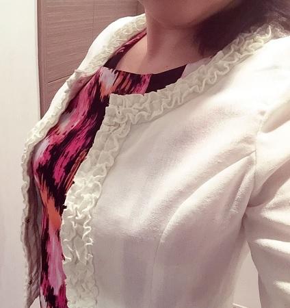 白ジャケット,ジャケット襟模様,アラフィフコーデ