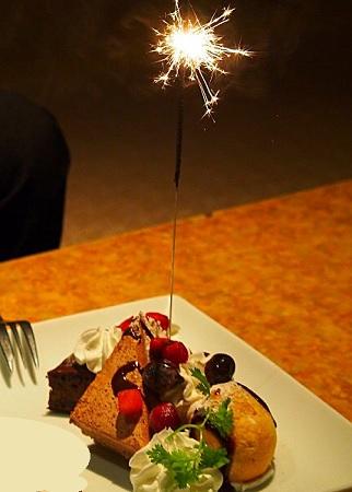 デザートプレート,サプライズデザート,新宿居酒屋,サプライズ出来るレストラン