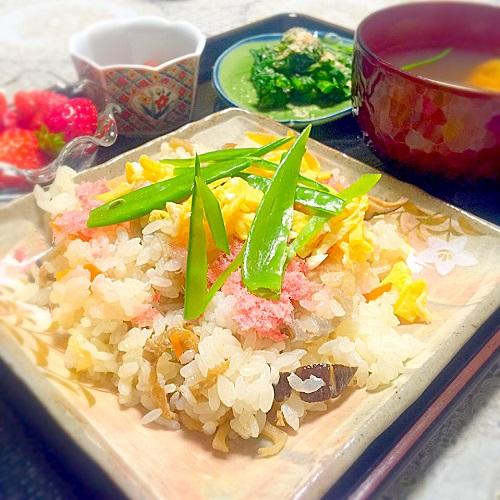雛人形,お雛様,お内裏様,一段飾り,雛祭り,桃の節句,五目寿司,菜の花のお浸し,蛤のお吸い物