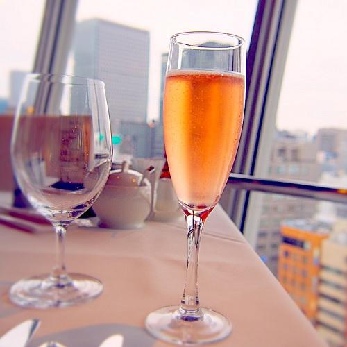 銀座スカイラウンジ,回転レストラン,回転するレストラン,回転レストラン銀座,回転レストラン東京,東京交通会館,シャンパン,スパークリングワイン,イタリア「フラヴェ」
